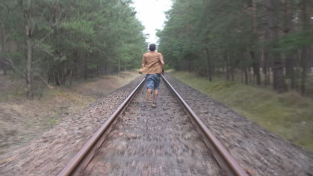 Desperate man escaping from train video