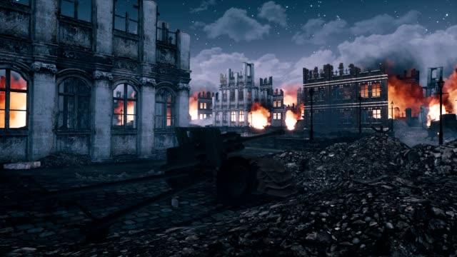 vidéos et rushes de ville en feu détruite en ruines après la seconde guerre mondiale la nuit - mitrailleuse