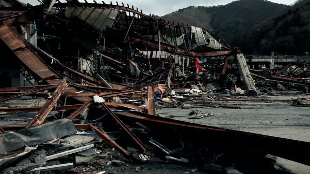 災害の後の破壊された都市 - 残骸点の映像素材/bロール