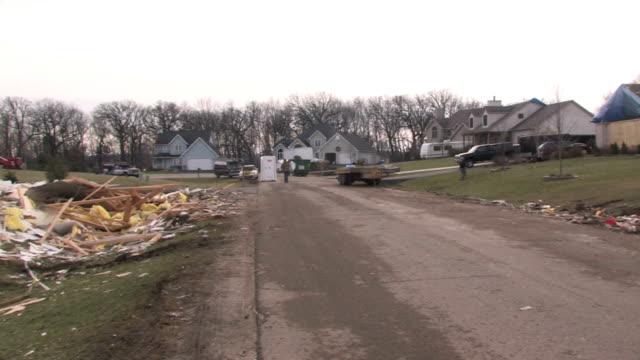 distrutto casa 2 - tornado video stock e b–roll