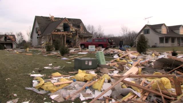 vídeos y material grabado en eventos de stock de destruidas hogar 4 - tornado