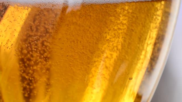 detail of beer glass. rising bubbles. - tap water filmów i materiałów b-roll