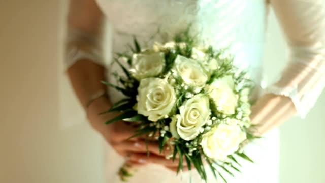 ブライダル ブーケを持って花嫁の詳細 - 結婚式点の映像素材/bロール
