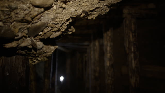 detail of old mine tunnel - sottosuolo video stock e b–roll