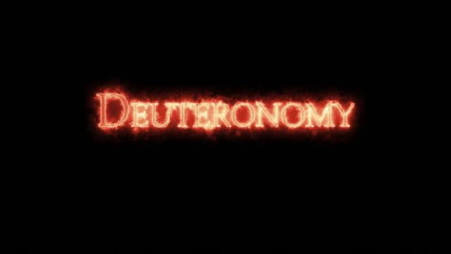 deuteronomie mit feuer geschrieben. schleife - tora stock-videos und b-roll-filmmaterial