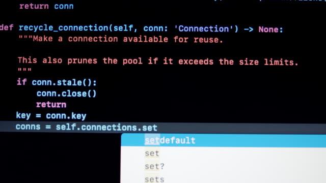 vídeos y material grabado en eventos de stock de tipo de desarrollador código de programación python py en la pantalla del portátil - codificar