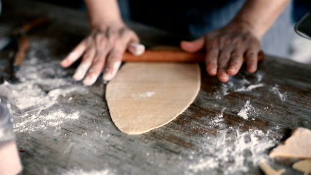 developing dough with a rolling pin - pasta video stock e b–roll