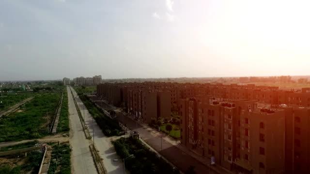vídeos de stock, filmes e b-roll de desenvolvimento de casas - nova delhi