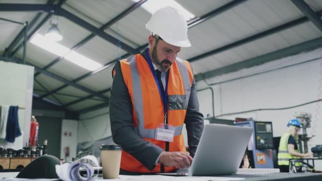 developing processes that boost productivity - ispettore della qualità video stock e b–roll