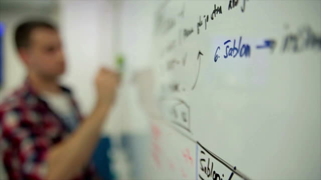 entwicklung von programmiersprachen und codierung. - reife stock-videos und b-roll-filmmaterial