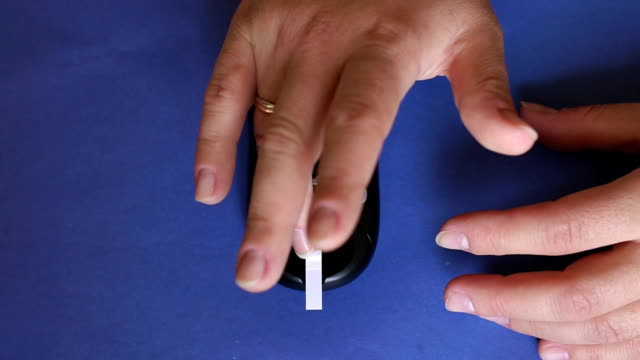 Device for measuring blood sugar level close-up. video