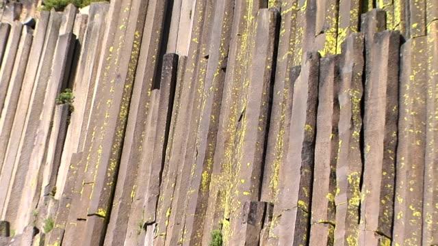 vídeos y material grabado en eventos de stock de s postpile de los diablos - basalto