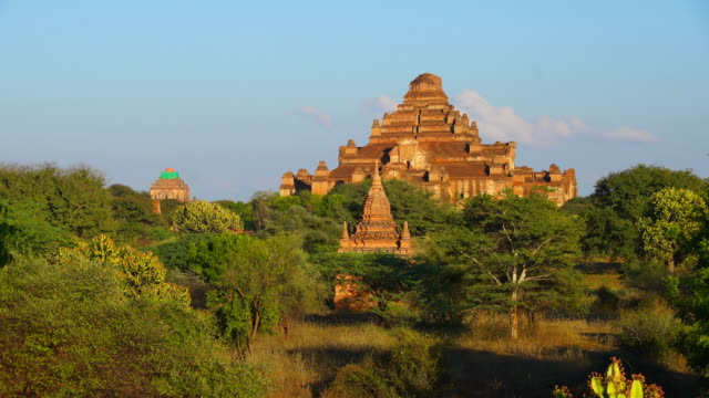 Dhammayangyi temple Timelapse of scene before sunset of Dhammayangyi temple in Old Bagan, Myanmar old ruin stock videos & royalty-free footage