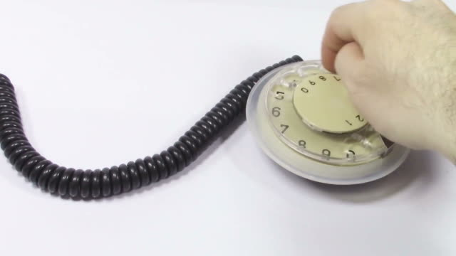 dialing imaginary telephone number on a vintage phone dialer attached to a chord, with audio - ackord bildbanksvideor och videomaterial från bakom kulisserna