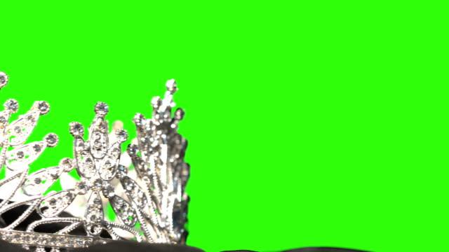 vídeos de stock e filmes b-roll de diamond crown- pageant contest background - coroa