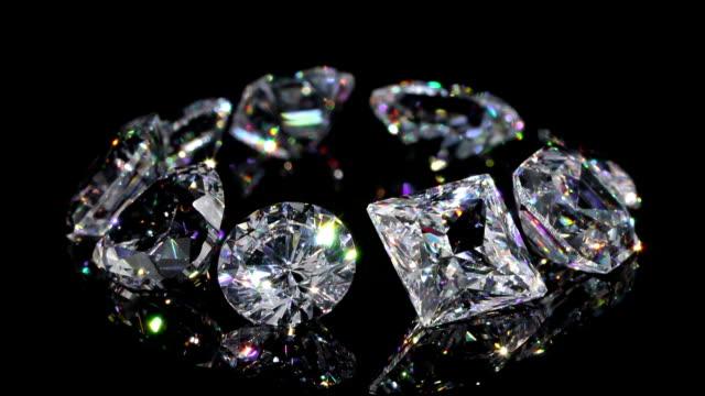 vidéos et rushes de diamants en boucle (2e) ample image - joaillerie