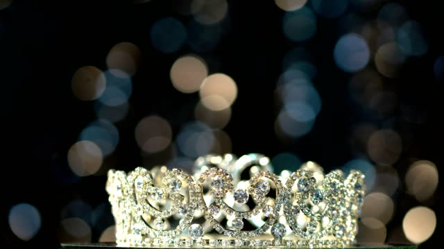 vídeos de stock e filmes b-roll de diamond silver crown miss pageant beauty contest - coroa