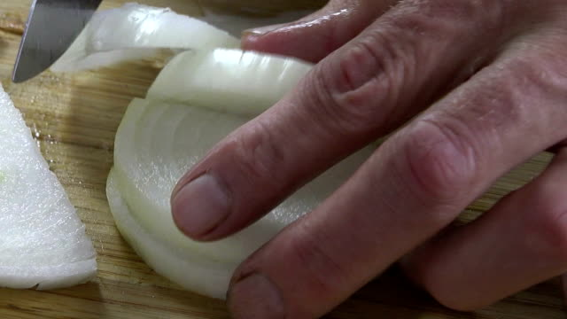 Dicing an onion video