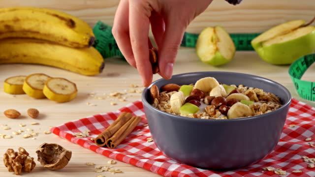 4K Diet, Bowl of yogurt, berries and nuts.