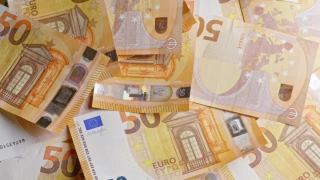 verschiedenen euro-banknoten drehen - euros cash stock-videos und b-roll-filmmaterial