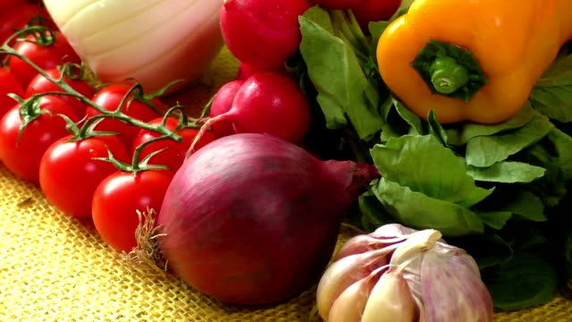 stockvideo's en b-roll-footage met verschillende soorten groenten, selectieve aandacht - venkel