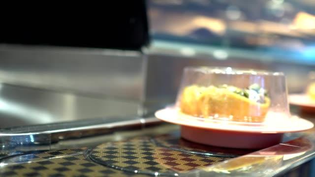 olika sushi i japansk restaurang. - misosås bildbanksvideor och videomaterial från bakom kulisserna