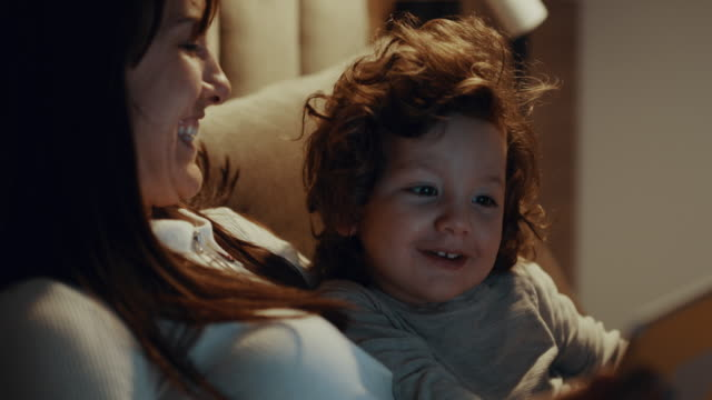 vidéos et rushes de digital bedtime story - tablette