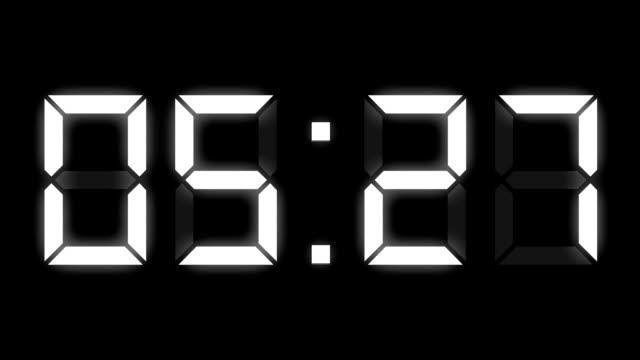 vidéos et rushes de minuterie d'horloge numérique complète am time-lapse - cadran