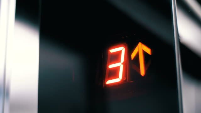 digital display in the elevator which rises up on floor with an arrow up - ascensore video stock e b–roll