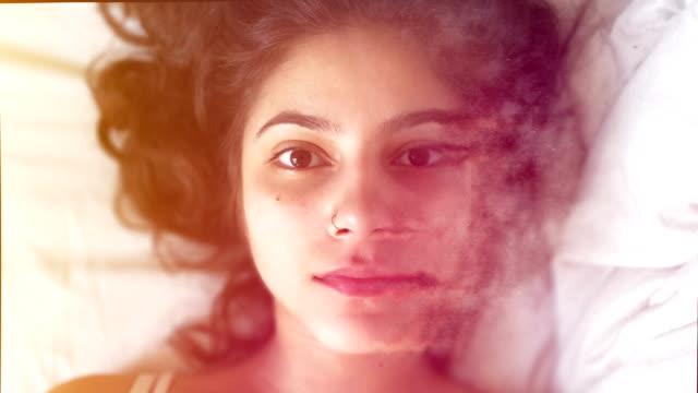 digital face fading out - идентификация личности стоковые видео и кадры b-roll