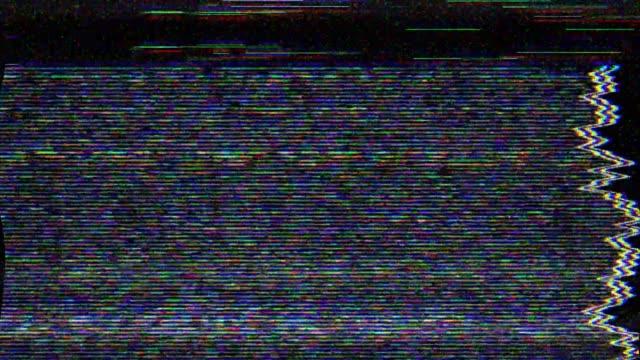 vídeos de stock, filmes e b-roll de dano de vídeo de erro de ruído do pixel digital - contorcido