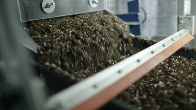 dirt pours from a hopper - fertilizzante video stock e b–roll