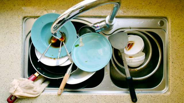 dirty dishes - kitchen situations video stock e b–roll