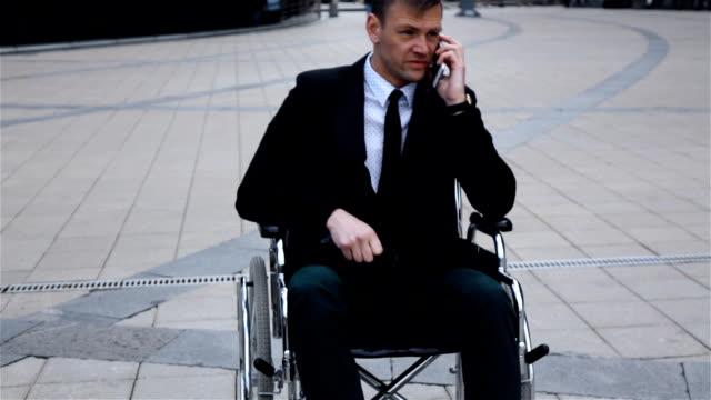 vídeos de stock e filmes b-roll de disabled invalid businessman talking by phone - coração fraco
