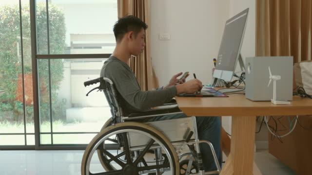 handikappad man sitter i rullstol hemma - fysiskt funktionshinder bildbanksvideor och videomaterial från bakom kulisserna