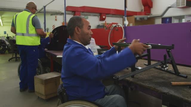 障害者が働いている - disabilitycollection点の映像素材/bロール