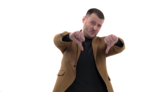 stockvideo's en b-roll-footage met teleurgestelde zakenman die zijn duim neer toont. ware emoties expressie, gebaren concept - men blazer