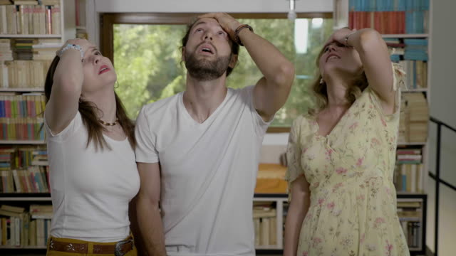 vídeos de stock e filmes b-roll de disappointed young friends gesturing facepalm together expressing fail and frustration - descuidado