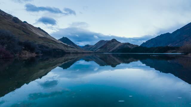 vidéos et rushes de découverte de la nouvelle-zélande - lac reflection lake