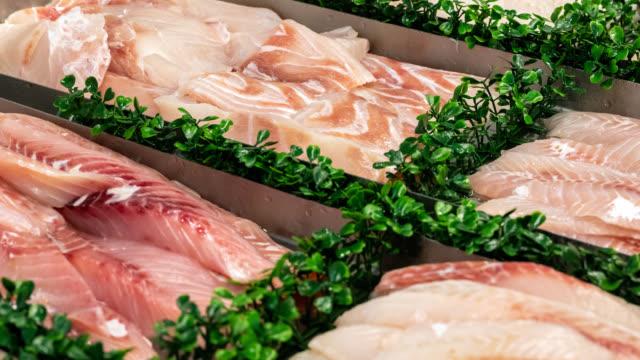display of fresh seafood - луциан стоковые видео и кадры b-roll