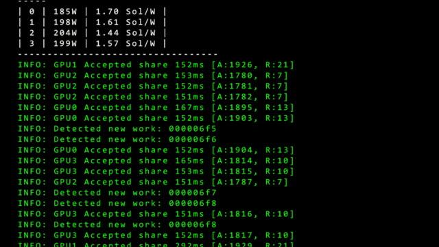 stockvideo's en b-roll-footage met beeldscherm van de computer met het uitvoeren van software ontwikkelaar code van werkzaamheden in de mijnen - uitwisselen