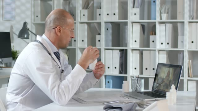distance conversation with patient - telemedicine stock videos & royalty-free footage