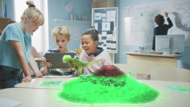 3 olika skolbarn använder digital tablet computer med augmented reality software, titta på pedagogiska 3d animation - dinosaur walking on island med aktiv vulkan. vfx, specialeffekter render - digital device classroom bildbanksvideor och videomaterial från bakom kulisserna