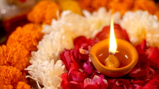 diwali diya su uno sfondo colorato con diversi fiori colorati - dolci video stock e b–roll