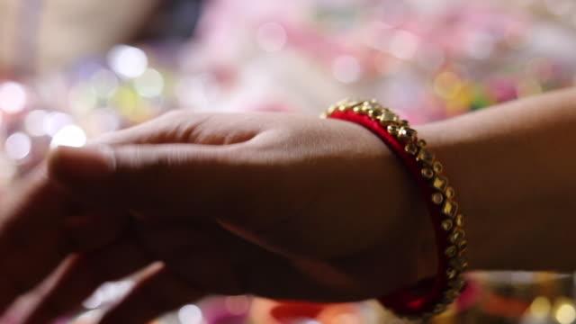 diwali preparat på en marknad - blomstermarknad bildbanksvideor och videomaterial från bakom kulisserna