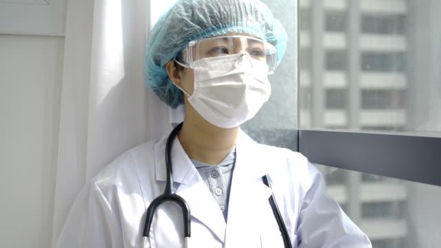 hastanede doktor - hemşire tıbbi personel stok videoları ve detay görüntü çekimi