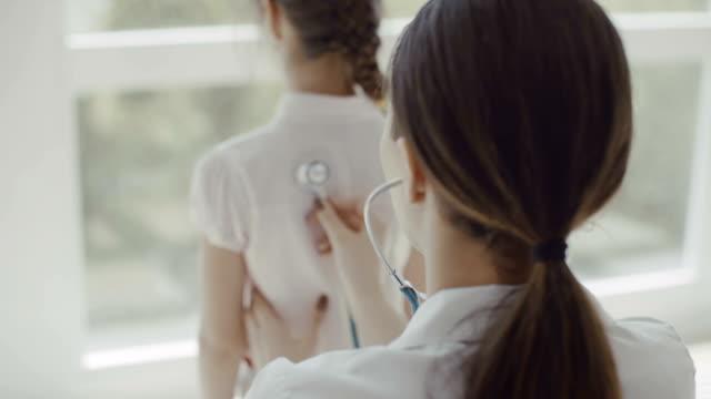 聴診器による医師試験子 - 聴診器点の映像素材/bロール