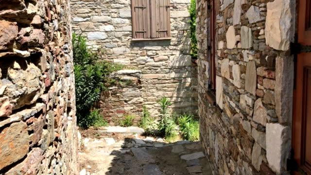トルコの doganbey 村の通り - プリエネ点の映像素材/bロール