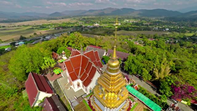 doi saket temple, chiang mai thailand - stupa stok videoları ve detay görüntü çekimi