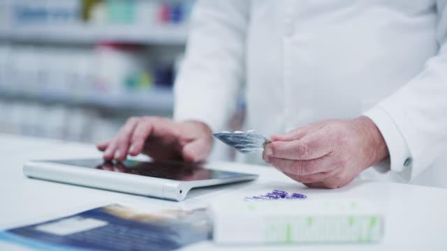 vidéos et rushes de fait quelques recherches sur les nouveaux médicaments - pharmacie